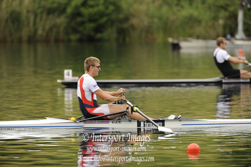 Lucerne, SWITZERLAND.  Men's Single Gold Medalist, CZE M1X, Ondrej SYNEK, celebrates after winning the final, at the  2008 FISA World Cup Regatta, Round 2.  Lake Rotsee, on Sunday 01/06/2008.  [Mandatory Credit:  Peter Spurrier/Intersport Images].Lucerne International Regatta. Rowing Course, Lake Rottsee, Lucerne, SWITZERLAND.