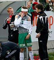 Fotball , <br /> Adeccoligaen  16  Mai  2007 , Briskeby Gressbane , <br /> HamKam  v  Bryne  2-1<br /> <br /> Foto:Dagfinn Limoseth - Digitalsport<br /> <br /> Tommy Øren , HamKam måtte sy etter dette kuttet over øyet.<br /> Men kom ut på banen igjen