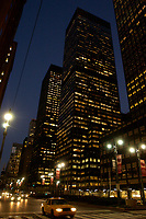 21 NOV 2003, NEW YORK/USA:<br /> Strasse und Hochhaeuser bei Nacht, Manhatten, New York<br /> IMAGE: 20031121-02-063<br /> KEYWORDS: Nachts, Wolkenkratzer, Nachtaufnahme