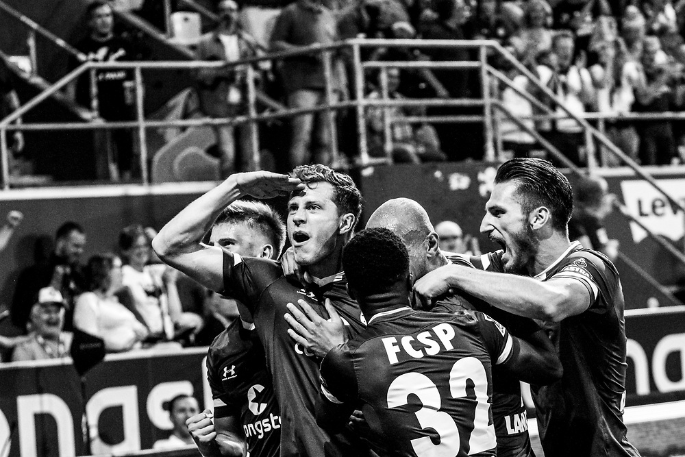 Fussball: 2. Bundesliga, FC St. Pauli - Holstein Kiel 2:1, Hamburg, 26.08.2019<br /> Jubel von Torschuetze James Lawrence (Pauli) nach seinem Treffer zum 2:0<br /> © Torsten Helmke