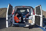 Sebastiaan Bowier en Jan Bos (achter) zoeken de verkoeling van de bus op bij de start van hun race met de VeloX2. In de buurt van Battle Mountain, Nevada, strijden van 10 tot en met 15 september 2012 verschillende teams om het wereldrecord fietsen tijdens de World Human Powered Speed Challenge. Het huidige record is 133 km/h.<br /> <br /> Near Battle Mountain, Nevada, several teams are trying to set a new world record cycling at the World Human Powered Speed Challenge from Sept. 10th till Sept. 15th. The current record is 133 km/h.