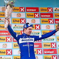 Etappevinner Álvaro Hodeg på podiet etter Tour of Norway sykkelritt etappe 2: Kvinesdal - Mandal.