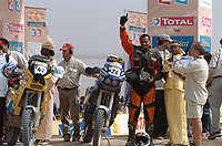 Motor<br /> Foto: Dppi/Digitalsport<br /> NORWAY ONLY<br /> <br /> DAKAR 2005 - PODIUM<br /> DAKAR 16/01/2005<br /> <br /> MOTO - ALAIN DUCLOS / KTM 450R - AMBIANCE - PORTRAIT - PODIUM