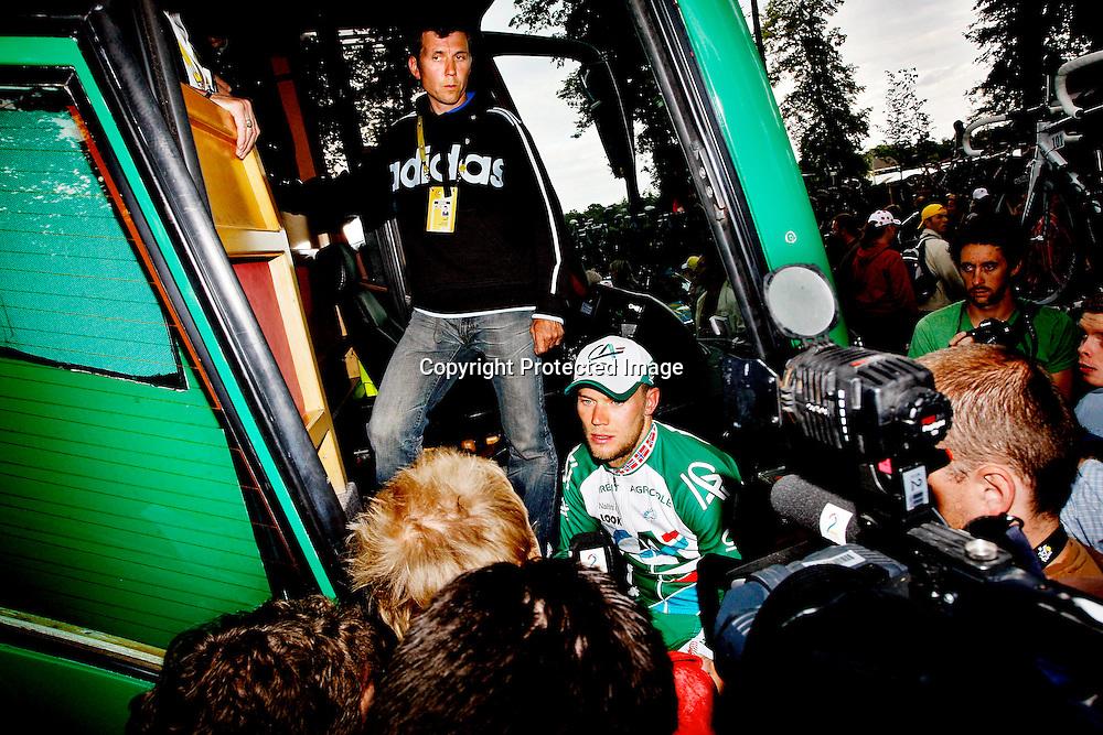 Compiègne, 20070710. Thor Hushovd og trener Atle Kvålsvoll etter 12.plassen på dagens etappe...Foto: Daniel Sannum Lauten/Dagbladet *** Local Caption *** Hushovd,Thor ..Kvålsvoll,Atle