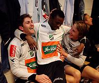 Fotball <br /> Adeccoligaen<br /> AKA Arena , Hønefoss <br /> 01.11.09<br /> Hønefoss BK  v Sogndal   0-0<br /> Foto: Dagfinn Limoseth, Digitalsport<br /> Magnus Ueland , Umaru Bangura og Tor Øyvind Hovda ,  Hønefoss