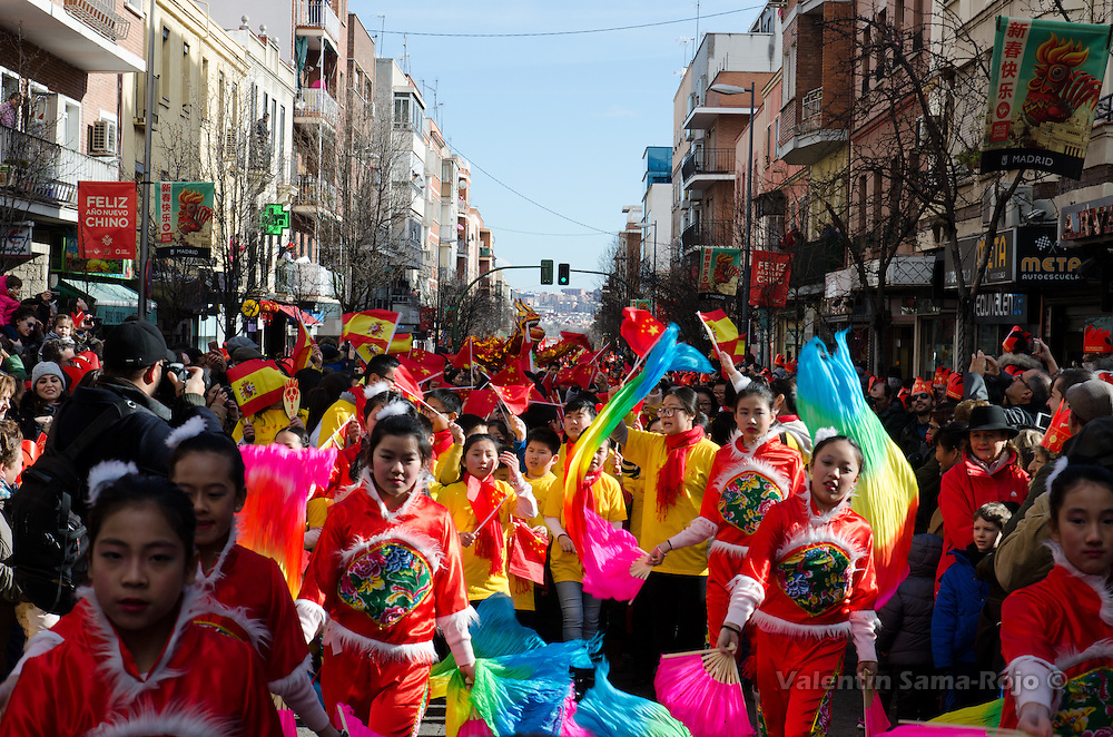 Madrid, Spain. 28th January, 2017. Kids of the Chinese School Aihua of Madrid during the Chinese New Year parade in Madrid. © Valentin Sama-Rojo.