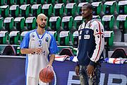 DESCRIZIONE : Eurocup Last 32 Group N Dinamo Banco di Sardegna Sassari - Galatasaray Odeabank Istanbul<br /> GIOCATORE : David Logan Tony Mitchell<br /> CATEGORIA : Before Pregame Fair Play<br /> SQUADRA : Dinamo Banco di Sardegna Sassari<br /> EVENTO : Eurocup 2015-2016 Last 32<br /> GARA : Dinamo Banco di Sardegna Sassari - Galatasaray Odeabank Istanbul<br /> DATA : 13/01/2016<br /> SPORT : Pallacanestro <br /> AUTORE : Agenzia Ciamillo-Castoria/L.Canu