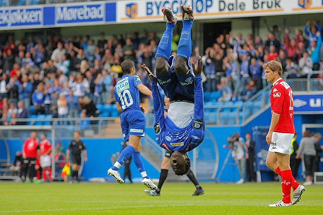 MOLDE 20080723: Moldes Mame Biram Diouf feirer 6-0 scoringen med salto under cupkampen mellom Molde og Brann på Aker stadion i Molde onsdag kveld. <br /> Foto: Svein Ove Ekornesvåg