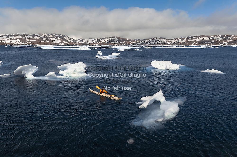 Groenland, Sermersooq, ville de Tasilaq, kayak traditionnel inuit // Greenland, Sermersooq, Tasilaq town, inuit traditional kayak