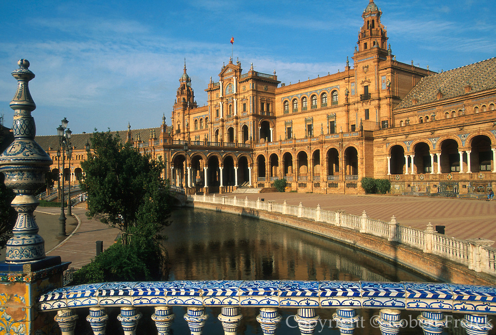 SPAIN, ANDALUSIA, SEVILLE Plaza de Espana, built in 1929 for the Ibero American Fair in Maria Luisa Park, tiled bridges cross lagoons
