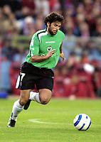 Libero PARRI, Spanish Football player and Racing de Santander midfielder, with the ball. Atletico de Madrid - Racing Santander / League 2004-05. Vicente Calderon Stadium, Madrid. 17-10-2004.<br />  <br /> Norway only