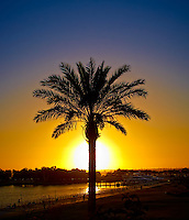 Sunset in San Diego. Image taken with a Leica X1 camera (ISO 100, 24 mm, f/16, 1/125 sec).