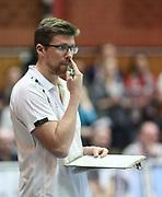 Volleyball: 1. Bundesliga, SVG Lueneburg - VSG Coburg / Grub, Lueneburg, 10.02.2016<br /> Trainer Stefan Huebner (Lüneburg)<br /> © Torsten Helmke