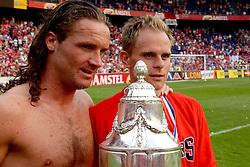 01-06-2003 NED: Amstelcup finale FC Utrecht - Feyenoord, Rotterdam<br /> FC Utrecht pakt de beker door Feyenoord met 4-1 te verslaan / Stefaan Tanghe, Stijn Vreven
