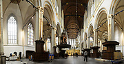 De Nieuwe Kerk is een kerkgebouw in Amsterdam. De kerk is gelegen aan de Dam, naast het Paleis op de Dam.De Nieuwe Kerk wordt, sinds soeverein-vorst Willem in 1814 in deze kerk de eed op de grondwet aflegde, ook gebruikt voor de inzegening van koninklijke huwelijken en voor inhuldigingen. De inhuldiging van Koningin Beatrix vond er plaats op 30 april 1980. Op dezelfde datum in 2013 zal de inhuldiging van haar zoon en opvolger Willem-Alexander ook daar plaatsvinden.<br /> <br /> The New Church is a church building in Amsterdam. The church is located on Dam Square, next to the Palace on the Dam.De New Church in this church in 1814, since sovereign-prince Willem laid aside the oath to the Constitution, also used for the blessing of royal weddings and inaugurations. The inauguration of Queen Beatrix took place on April 30, 1980. On the same date in 2013, the inauguration of her son and heir Willem-Alexander will also take place there.<br /> <br /> Op de foto / On the photo:  Binnenkant van kerk met het koorhek  // Interior of church with the choir
