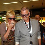 NLD/Amsterdam/20050702 - Bridget Maasland terug uit Bukarest met zwerfhonden die afgemaakt zouden worden, ouders