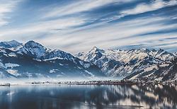 THEMENBILD - Blick über den Zeller See auf das Gletscherskigebiet Kitzsteinhorn, Schüttdorf und winterlicher Landschaft aufgenommen am 14. Feber 2015, Zell am See, Österreich // View over the Zeller Lake to the Kitzsteinhorn Galcier Ski Resort, Schüttdorf and winter landscape in Zell am See, Austria on 2015/02/14. EXPA Pictures © 2015, PhotoCredit: EXPA/ JFK