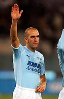 Fotball<br /> Serie A Italia<br /> Foto: Graffiti/Digitalsport<br /> NORWAY ONLY<br /> <br /> Roma 17/12/2005 <br /> Lazio v Juventus 1-1<br /> <br /> Paolo Di Canio salutes Lazio fans with fascist gestures