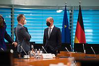 DEU, Deutschland, Germany, Berlin, 04.08.2021: Bundesaussenminister Heiko Maas (SPD) und Bundesfinanzminister Olaf Scholz (SPD) vor Beginn der 152. Kabinettsitzung im Bundeskanzleramt.