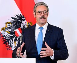 23.03.2020, Bundeskanzleramt, Wien, AUT, Coronaviruskrise, Österreich, Pressekonferenz, aktuelle Maßnahmen im Milizbereich, im Bild Milizbeauftragter Erwin Hameseder // during a press conference of Austrian Goverment about the Coronavirus Pandemie at the Bundeskanzleramt in Wien, Austria on 2020/03/23. EXPA Pictures © 2020, PhotoCredit: EXPA/ Helmut Fohringer/APA-POOL