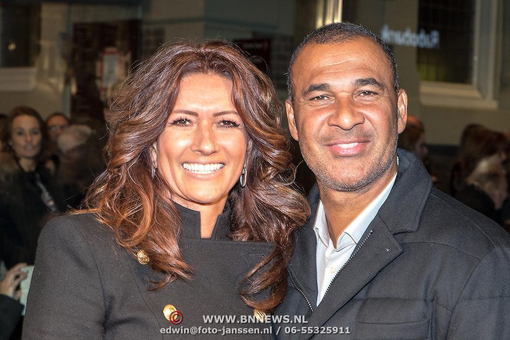 NLD/Amsterdam/20161129 - inloop afscheidsconcert Gordon, Ruud Gillit en partner Karin de Rooij