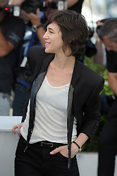 """actresses Marion Cotillard, Charlotte Gainsbourg and Alba Rohrwacher, director Arnaud Desplechin and actors Loius Garrel and Mathieu Amalric attending """"Ismael's Ghosts (Les Fantomes d'Ismael)"""" Photocall - The 70th Annual Cannes Film Festival. 17 May 2017 Pictured: Charlotte Gainsbourg. Photo credit: kilmax / MEGA TheMegaAgency.com +1 888 505 6342"""