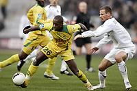 Fotball<br /> Frankrike 2005/2006<br /> Foto: Dppi/Digitalsport<br /> NORWAY ONLY<br /> <br /> FOOTBALL - FRENCH CHAMPIONSHIP 2005/2006 - FC NANTES v PARIS SG - 25/02/2006 - HABIB BAMOGO (NAN) / DAVID ROZEHNAL (PSG)