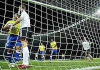 Fotball<br /> Privatlandskamp<br /> Tyskland v Brasil<br /> Berlin<br /> 8. september 2004<br /> Foto: Digitalsport<br /> NORWAY ONLY<br /> Roberto Carlos, Brasil,  Robert HUTH, Tyskland