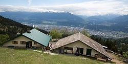 THEMENBILD - durch die Region in und um Innsbruck führen zahlreiche Wanderwege und -routen für alle Zielgruppen. Vom Familienwanderweg bis zu hochalpinen Touren ist für alle Naturbegeisterten etwas dabei. Im Bild die Höttinger Alm mit Blick auf die Stadt // The region in and around Innsbruck lead numerous hiking trails and routes for all target groups. From the family hiking trail to high alpine tours, there is something for all nature enthusiasts. Innsbruck, Austria on2017/05/21. EXPA Pictures © 2017, PhotoCredit: EXPA/ Jakob Gruber