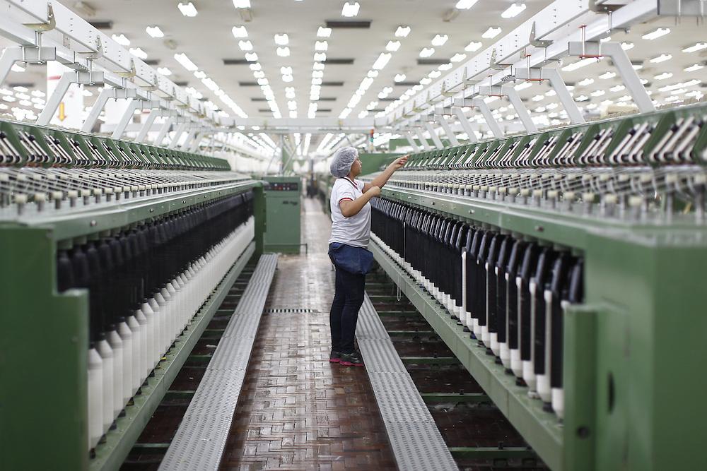 Montes Claros_MG, Brasil.<br /> <br /> Fios de algodao na macaroqueira no setor de fiacao da fabrica de Tecidos em Montes Claros, Minas Gerais.<br /> <br /> Cotton yarn in the roving frame in the spinning factory in Montes Claros, Minas Gerais.<br /> <br /> Foto: LEO DRUMOND / NITRO