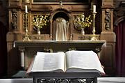 Nederland, Weert, 17-4-2018 Achter de Paterskerk ligt de kloosterkapel van het Minderbroedersklooster Sint Hieronymus . Deze is onderdeel van het zorgcentrum dat in de gebouwen is gevestigd . De kapel is nog in gebruik en de bijbel ligt opengeslagen op het altaar .Foto: Flip Franssen