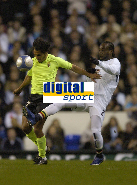 Photo: Olly Greenwood.<br />Tottenham Hotspur v FC Braga. UEFA Cup. 14/03/2007. Spurs Pascal Chimbonda and Frechaut