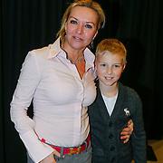 NLD/Amsterdam/20130214 - Premiere musical Peter Pan, Mariska van Kolck en zoon