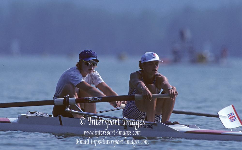 Barcelona, SPAIN.  Bow Joanne TURVEY and Miriam BATTEN 1992 Olympic Rowing Regatta Lake Banyoles, Catalonia [Mandatory Credit Peter Spurrier/ Intersport Images]