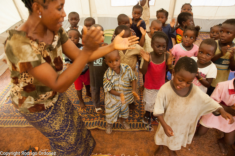 Children dance, sing and clap to a song about peace. <br /> Save the Children set up tents to serve as temporary classrooms in the school grounds of the Catholic Mission displacement camp in Duékoué, western Côte d'Ivoire. In these spaces, Save the Children is providing education to children under five.