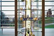 Nederland, Nijmegen, 10-1-2017Gemeentelijk museum voor oudheid en moderne kunst het Valkhof . Permanente expositie van de collectie Romeinse items uit opgravingen in de omgeving, regio, zoals helmen, gezichtsmaskers,aardewerk,glaswerk en een triomfzuil . . De expositie moderne kunst heeft als thema plastic, zowel in de kunst als als consumentenproduct en afval met als geviolg de plastic soep in de stille oceaan. Het museum zit in zwaar weer vanwege het sterk teruglopend bezoekersaantal en het op non actief zetten van de directeur Arend-Jan Weijsters  door de Raad van Toezicht, terwijl de OR en het personeel de man willen houden. Het museum gaat verbouwen, maar door terugtrekking van de postcodeloterij is er niet genoeg geld beschikbaar. Museale troubleshooter Jan van Laarhoven mag het uitzoeken.FOTO: FLIP FRANSSEN