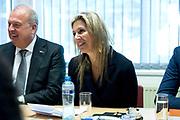 Koningin Maxima brengt een bezoek aan de YETS Foundation in Schiedam, een van de drie winnaars van een Appeltje van Oranje 2018.<br /> <br /> Queen Maxima visits the YETS Foundation in Schiedam, one of the three winners of an Appeltje van Oranje 2018.