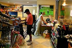 Loja de artigos esportivos disponível no XIII Aberto do Belém Novo Golf Club.  FOTO: Itamar Aguiar/Preview.com