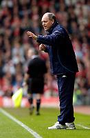 Photo. Jed Wee, Digitalsport<br /> Liverpool v Tottenham Hotspurs, Barclays Premiership, 16/04/2005.<br /> Tottenham manager Martin Jol urges his troops on.