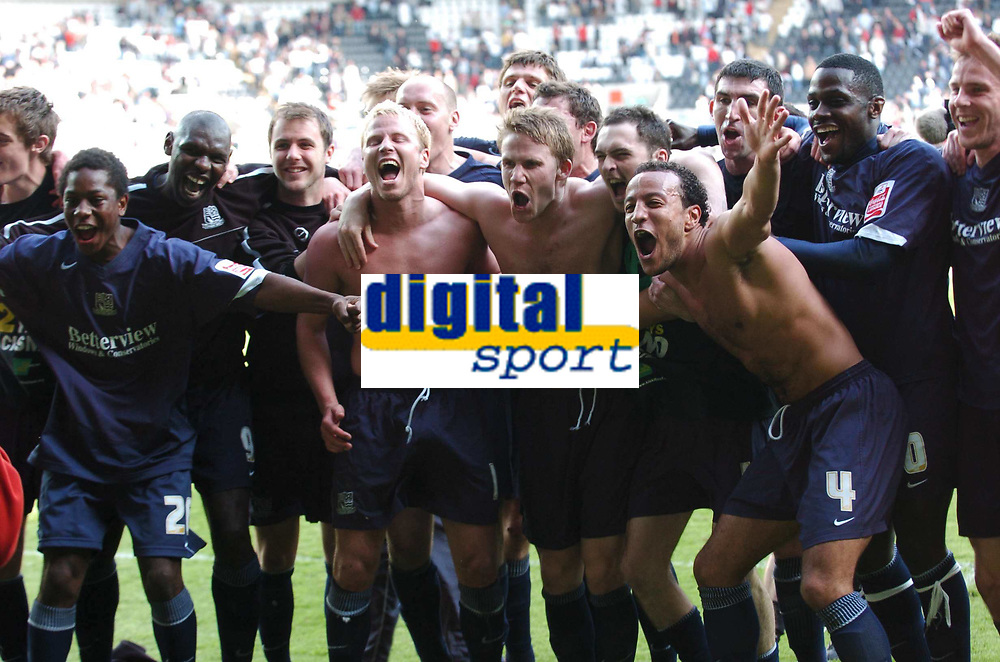 Photo: Adam Davies.<br />Swansea City v Southend United. Coca Cola League 1. <br />29/04/2006.<br />Southend's Lewis Hunt, Freddy Eastwood and Luke Guttridge celebrate with team to the Southend supporters.