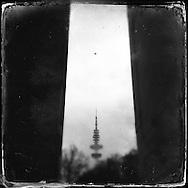 Hamburg Homage Serie                       C-Print auf eine MDF-Platte mit einer Stärke von 5 mm gebracht und mit einer besonderen Schicht aus Wachs versiegelt.<br /> Format: 20 cm x 20 cm. 30 cm x 30 cm. 60 cm x 60 cm.<br /> Open Edition 2015.                                      ©Nero Pécora