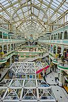 Irlande, Dublin, Stephen's Green Shopping Center, centre commercial couvert, architecture de verre et de fer, horloge géante // Republic of Ireland; Dublin, Stephen's Green Shopping Center