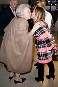 Prinses Beatrix is samen met prinses Margarita Bourbon de Parme in het publiek tijdens het paardenevenement Jumping Amsterdam in de RAI.<br /> <br /> Princess Beatrix with Princess Margarita Bourbon de Parme in the audience during the horse jumping event in Amsterdam RAI.<br /> <br /> Op de foto / On the photo:  Prinses Beatrix samen met prinses Margarita bourbon de Parme