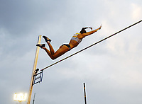 Friidrett<br /> Foto: SBI/Digitalsport<br /> NORWAY ONLY<br /> <br /> 22/07/2005 Crystal Palace Grand Prix<br /> <br /> Yelena Isinbayeva of Russia breaks the 5 metre barrier in the pole vault.