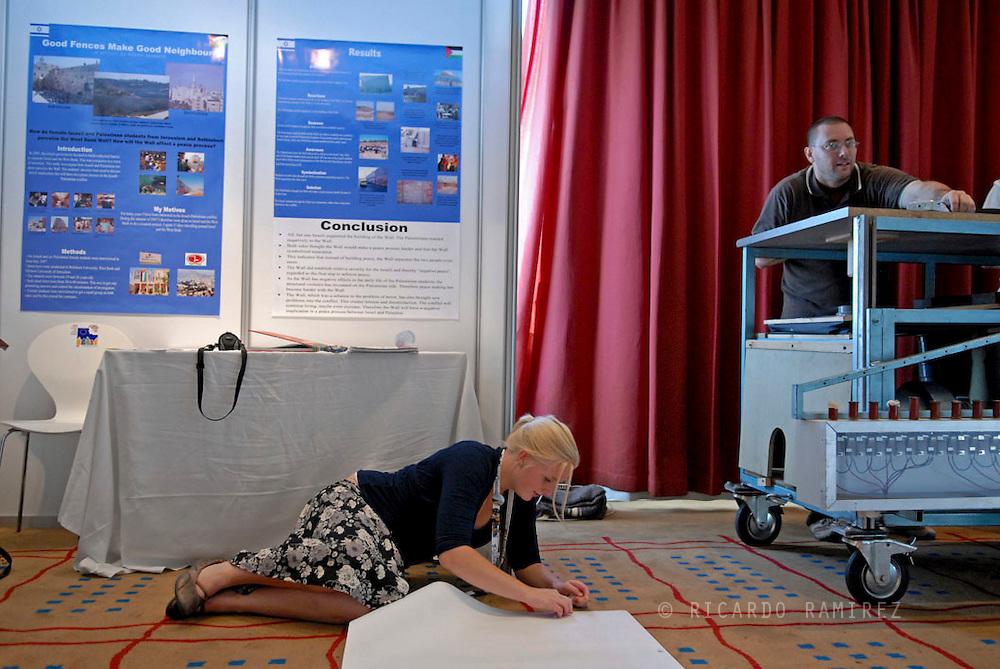 24.09.08. Copenhagen, Denmark..The EU Contest for Young Scientists. Open exhibition. 5th jury round..Dismantle the booths..Photo: © Ricardo Ramirez