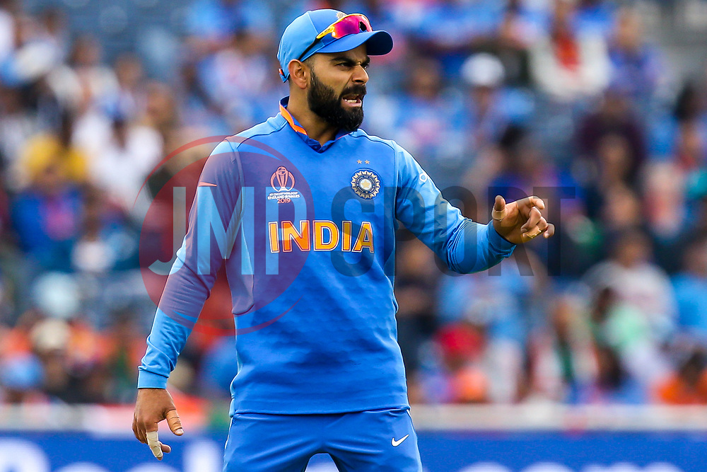 Virat Kohli of India cuts a frustrated figure - Mandatory by-line: Robbie Stephenson/JMP - 09/07/2019 - CRICKET - Old Trafford - Manchester, England - India v New Zealand - ICC Cricket World Cup 2019 - Semi Final