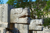 Mexique, Etat du Yucatan, site archeologique de Chichen Itza, Patrimoine Mondial UNESCO, la tete de serpent, anciennes ruines maya // Mexico, Yucatan state, Chichen Itza archeological site, World heritage of UNESCO, the snake head, ancient mayan ruins