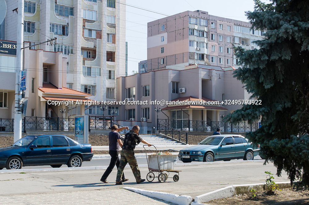 20150829  Moldova, Transnistria,Pridnestrovian Moldavian Republic (PMR) Tiraspol. Tow man with a selfmade vehicle walk around the park and collect leaves and other rubbish that loads of streetworkers are c.ollecting. The streets are very clean in Tiraspol