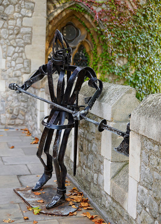 London - Statue (Tower of London)