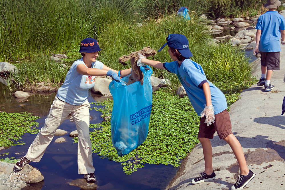 Cleaning up the Glendale narrows. FoLAR' (Friends of the LA River) annual river cleanup, La Gran Limpieza, was held  May 9, 2009. Thousands of volunteers at 14 sites pulled out accumlated trash, mostly plastic bags, from river runoff that might normally find it's way downstream into the Pacific Ocean.